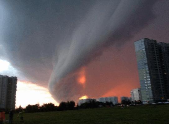 """Москву предупредили об урагане, а в сети напомнили о """"кознях"""" ЦРУ"""
