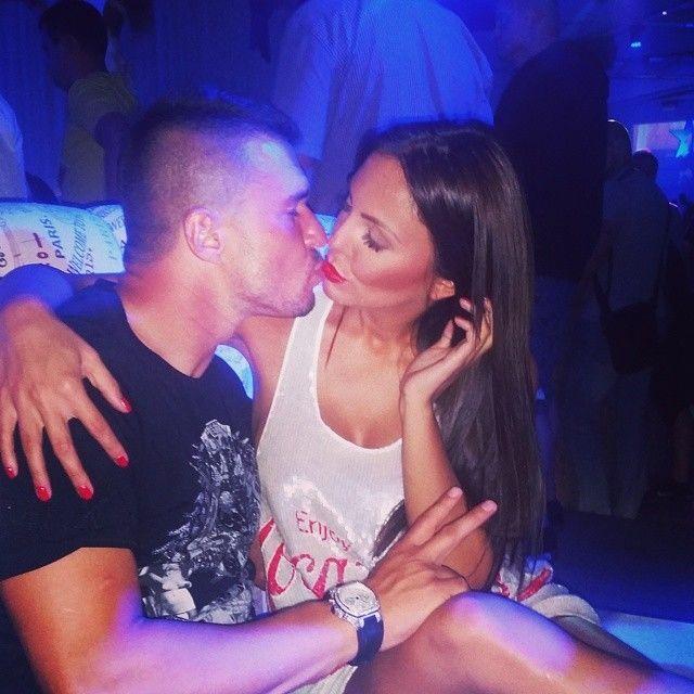 Сексуальная красотка отбила бойфренда у Шараповой