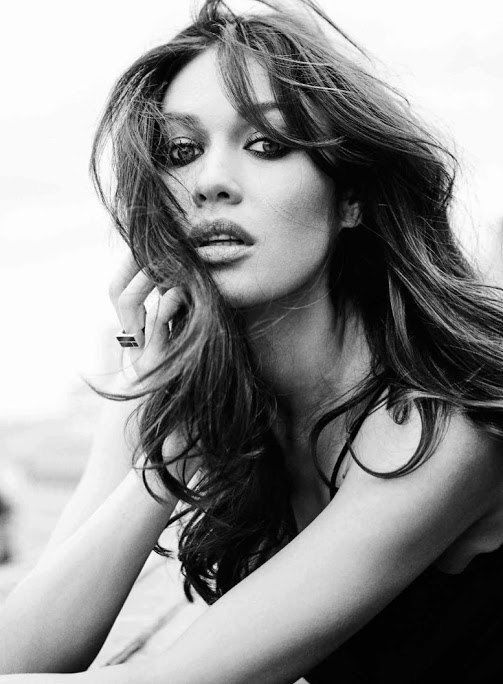Вызывающая Куриленко в леопардовом украсила обложку Vogue
