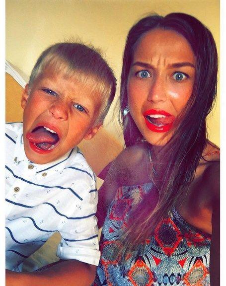 """Дружина футболіста """"Дніпра"""" вразила шоколадною засмагою: яскраві фото"""