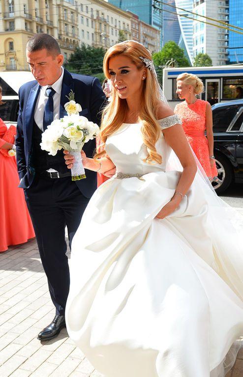 Ксения Бородина вышла замуж в роскошном свадебном платье