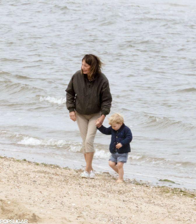 Опубликованы фото с отдыха маленького принца Джорджа с бабушкой