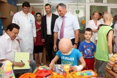 В Крыму ребенок взглядом оценил неуместный подарок жадного Кобзона