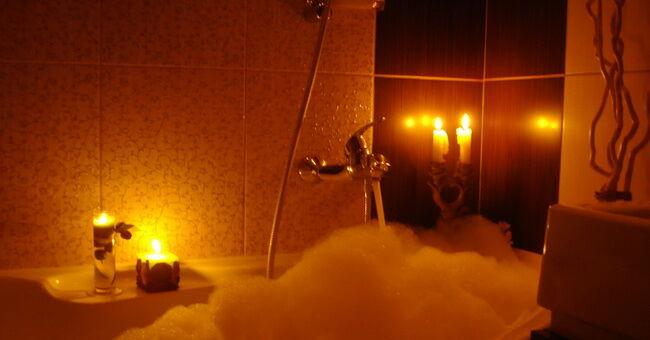 Как сохранить чистоту ванной с помощью обычной свечи: полезный лайфхак