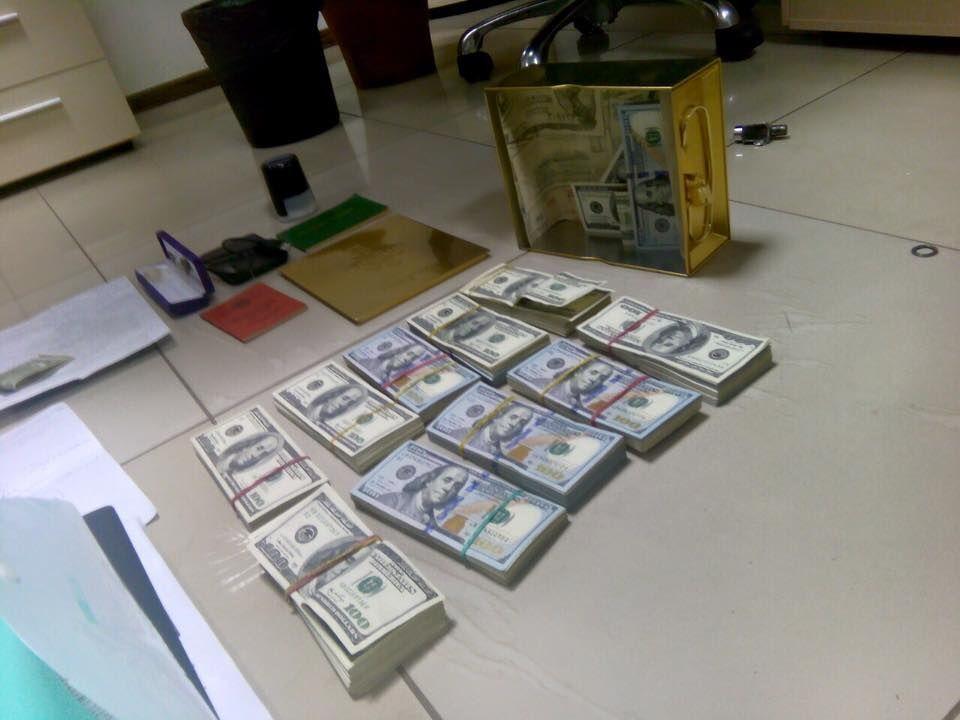В Киеве сотрудник ГПУ и зампрокурора попались на миллионных взятках: изъяты 35 пакетов бриллиантов