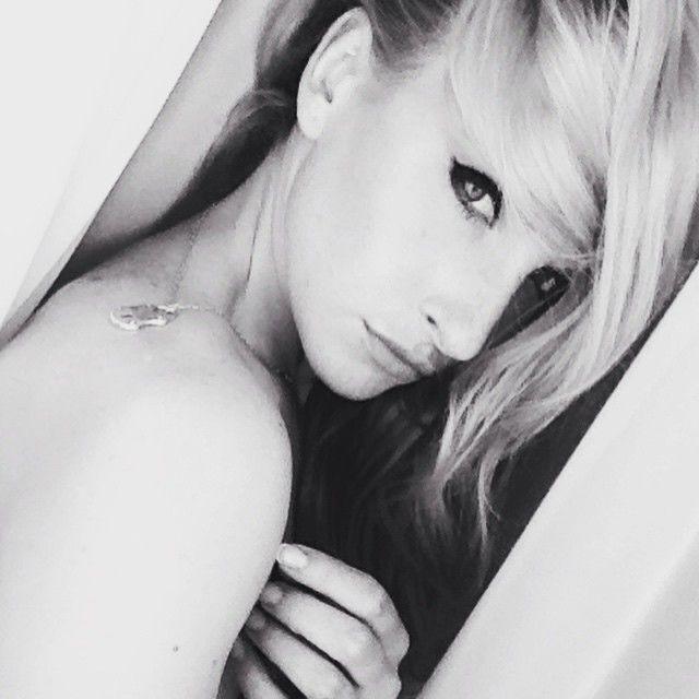 Киевская блондинка-коп выложила в соцсети чувственную фотосессию