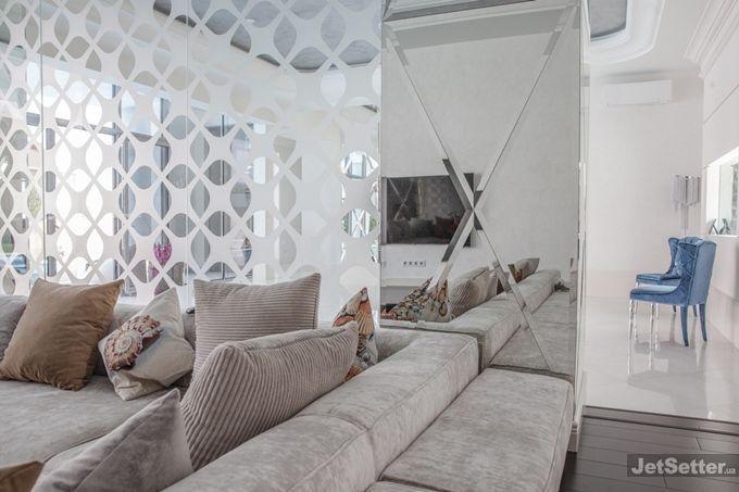 Жена знаменитого украинского футболиста показала убранство нового дома