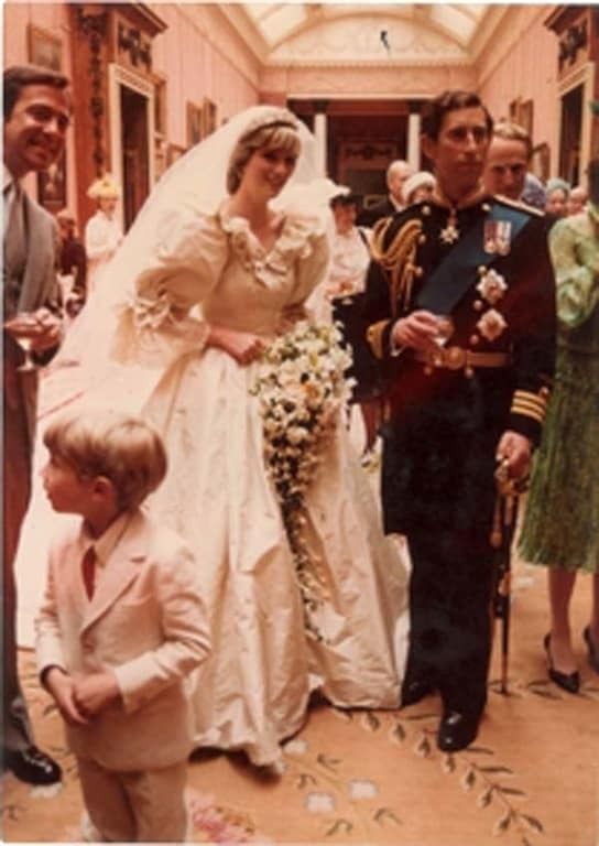 В сети появились неизвестные фото со свадьбы принцессы Дианы
