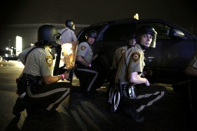 """Нові заворушення у Фергюсоні: на """"мирному зібранні"""" постраждали троє поліцейських"""