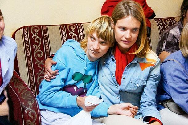 Больную аутизмом сестру Натальи Водяновой выгнали из кафе в России
