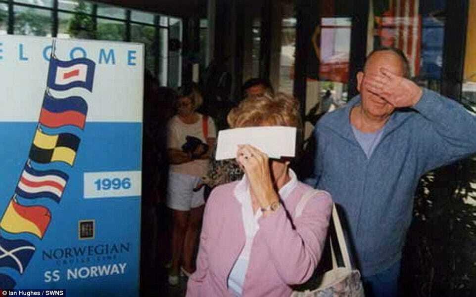Круизный фотограф опубликовал самые смешные фото путешественников 90-х
