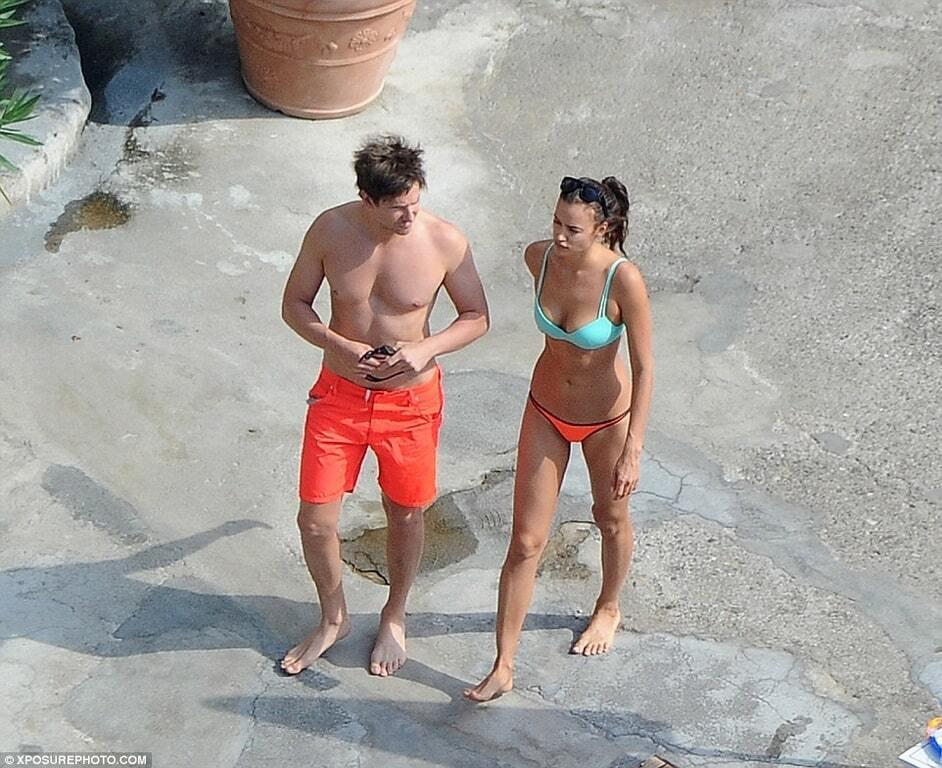 Ирину Шейк и Брэдли Купера застали на пляже за любовными утехами