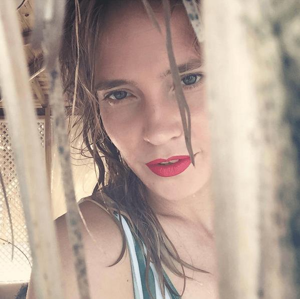 Сексуальная Глюкоза на пляже призвала не бояться своих желаний