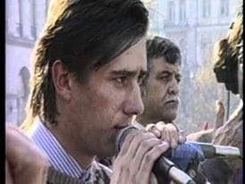 Як одягалися і на чому їздили українські політики в 90-ті: Кличко з вусами і ділова Тимошенко