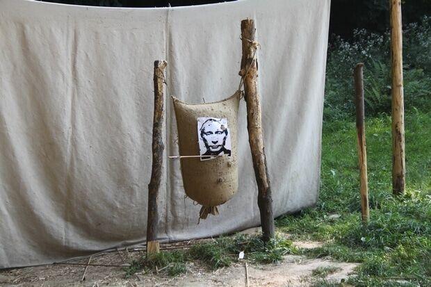 Вишикувалася черга. У Львові вчилися стріляти в Путіна: опубліковані фото і відео