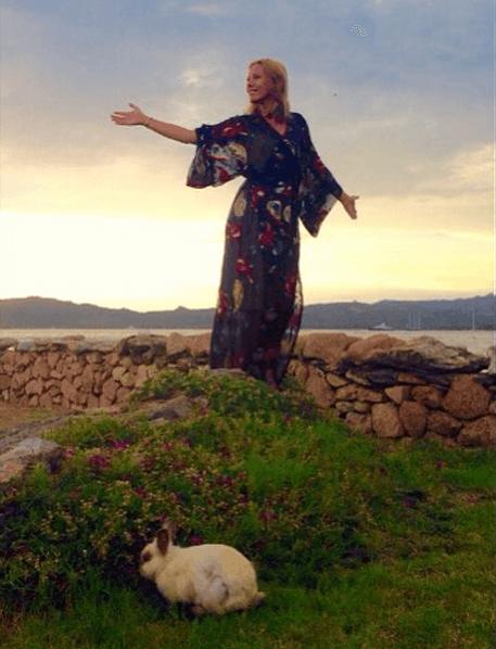 Собчак с белым кроликом рассказала, что сделало ее отдых незабываемым