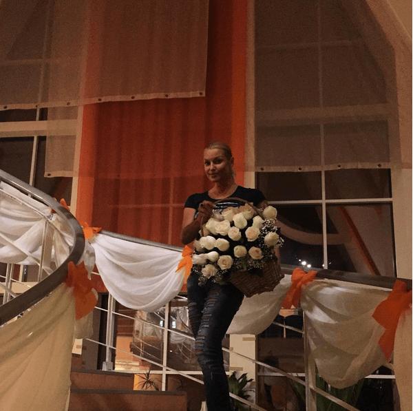 Уж замуж невтерпеж: Волочкова составила конкуренцию невесте в Челябинске