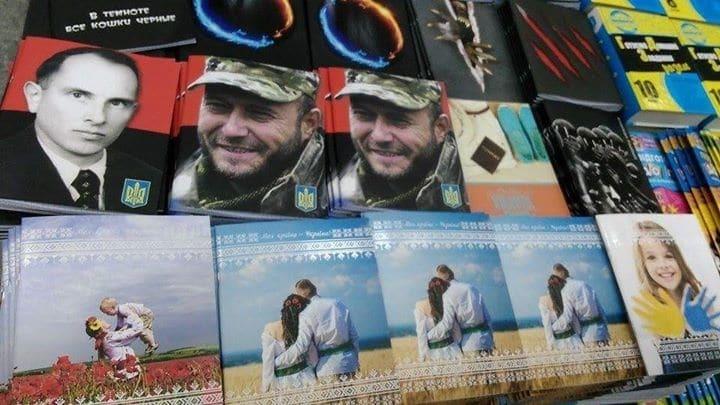 Не визиткой единой. В Украине появились тетради с портретом Яроша