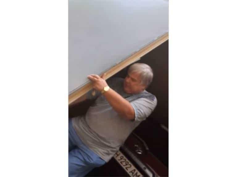 Экс-глава милиции Горловки продает автопарк, чтобы вытащить сына из СИЗО