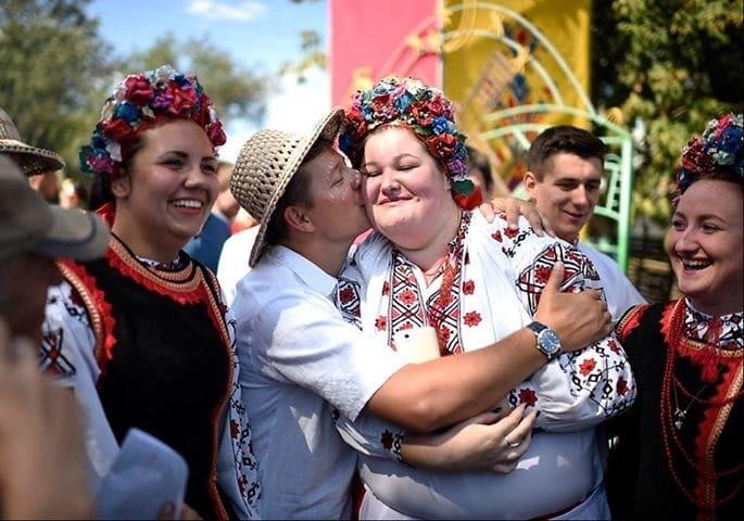 Ляшко похвастался поцелуем с полтавчанкой на Сорочинской ярмарке