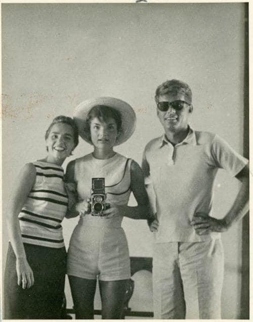 Опубликовано раритетное селфи семейства Кеннеди, сделанное в 1954 году