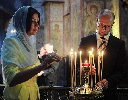 Марина Порошенко и Терезия Яценюк поразили стильными сине-желтыми нарядами