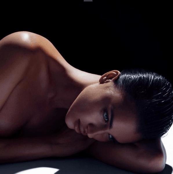 Сексуальная Ирина Шейк снялась без трусов: фотофакт