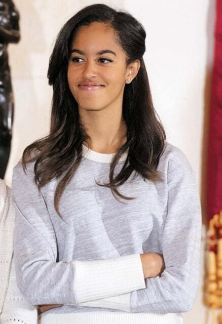 """17-летняя дочь Обамы названа восходящей """"иконой стиля"""": лучшие фото красавицы"""