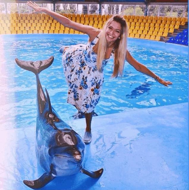"""Дельфин и русалка: Вера Брежнева """"взлетела"""" над бассейном"""