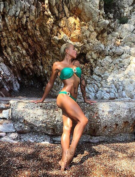 Блондинка в тату: горячая экс-Кульбаба показала откровенные фото в купальнике