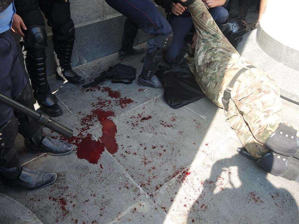 Возле Рады прогремели 7 взрывов: видеофакт