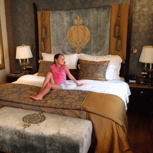 Волочкова бросила дочь в Турции ради концертов в Крыму