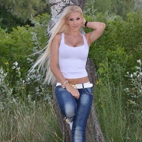 Жена украинского баскетболиста похвасталась своими формами