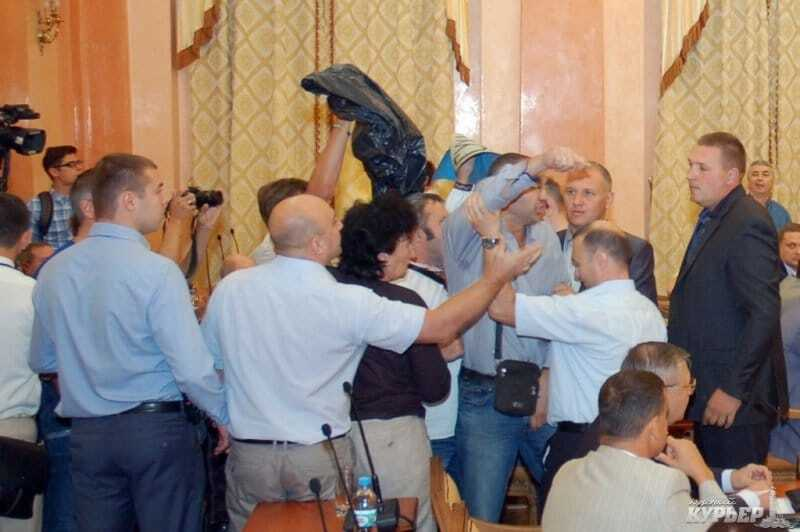 В Одесском горсовете драка: депутаты не захотели признать Россию агрессором