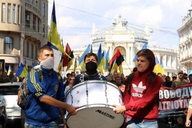 В Одессе марш в поддержку обвиняемых по делу Бузины закончился потасовками