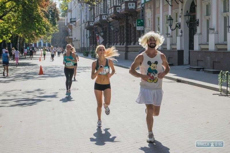 Кончита Вурст по-одесски: в женском забеге заметили мужчину в юбке