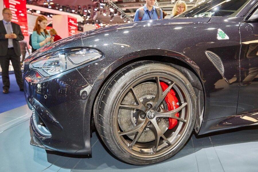 Франкфуртський автосалон: Alfa Romeo представив реактивну Giulia. Фото красуні