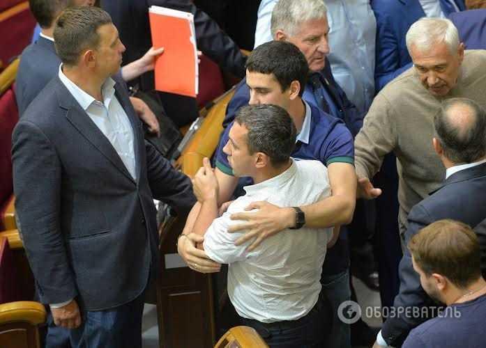 Рада проголосовала за арест Мосийчука, радикалы заблокировали трибуну