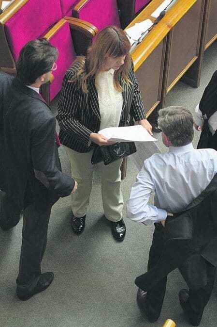 Депутаты от Louis Vuitton: Тимошенко сверкала бриллиантами, а Кужель куталась в шаль