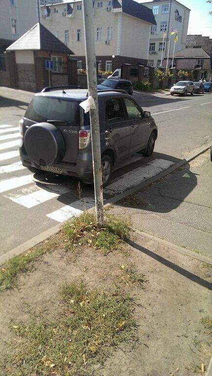 У Києві автохами познущалися над пішоходами: фото порушників