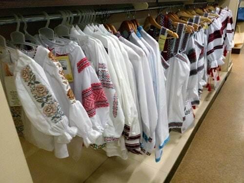 В оккупированном Донецке по акции продают вышиванки