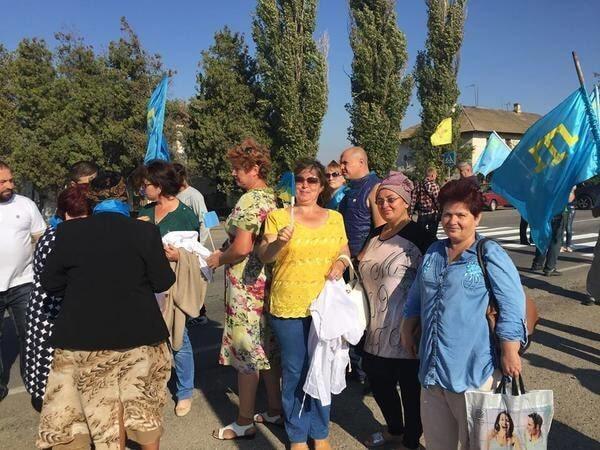 Торговая блокада Крыма: подробности акции, фото и видео