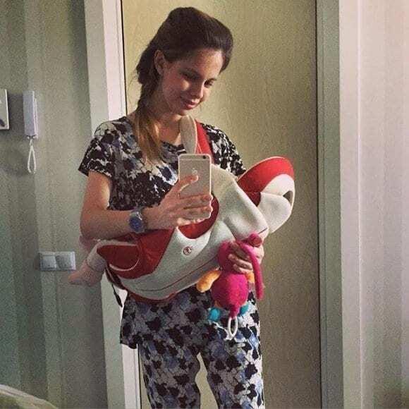"""Воротар """"Динамо"""" поділився першими фотографіями двомісячної доньки"""