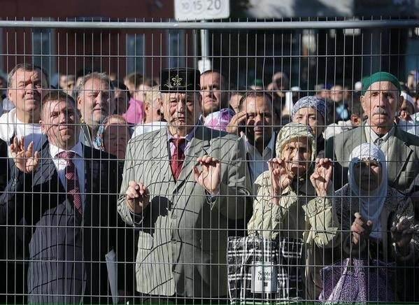 """На открытии мечети в Москве мусульман держали """"за решеткой"""""""