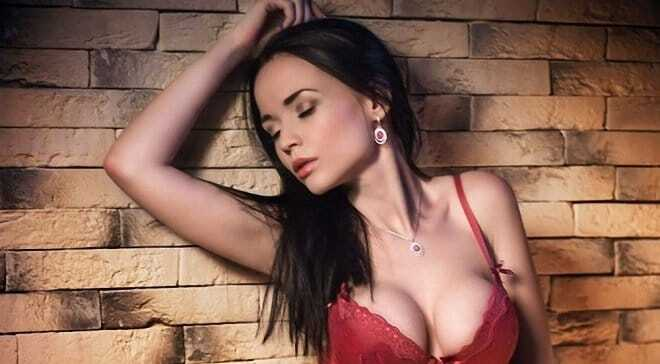 Сексуальная модель готова раздеться ради сборной Украины