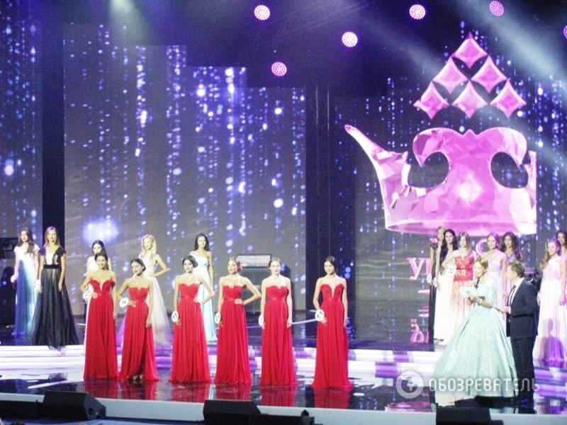 """Как короновали """"Мисс Украину-2015"""": VIP-гости, яркое шоу Огневич и глава жюри в коротком мини"""