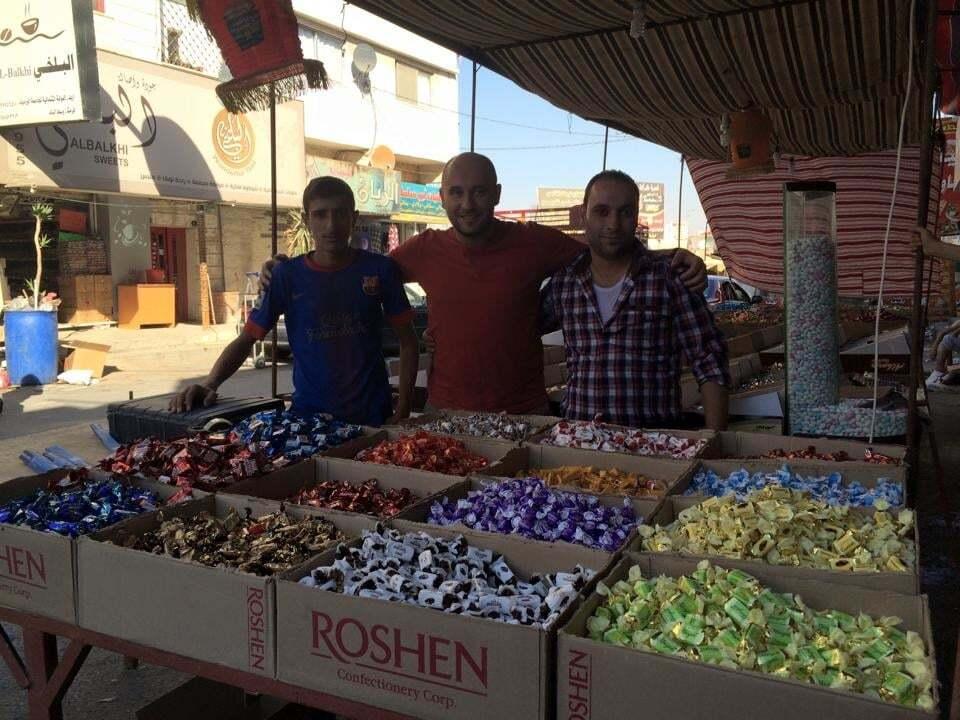 """Журналіст знайшов цукерки """"Рошен"""" за 2 км від Сирії, яка воює: фотофакт"""