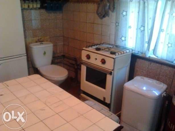 В Киеве сдают квартиру с унитазом на кухне