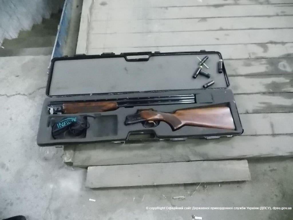 Француз намагався вивезти з України арсенал зброї