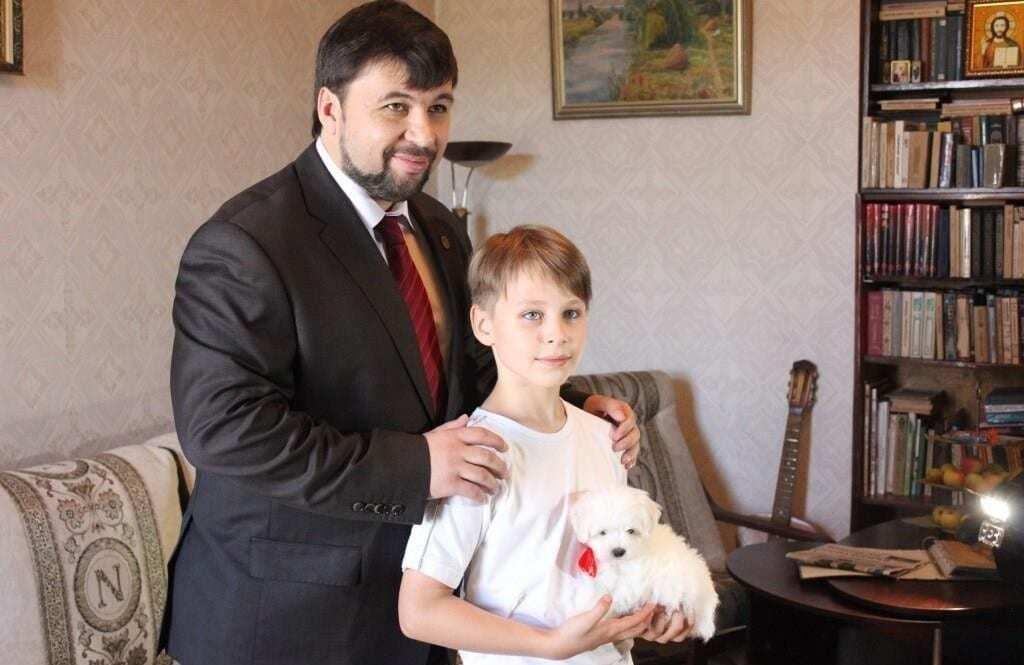 По стопам кумира. Пушилин по примеру Путина подарил ребенку щенка